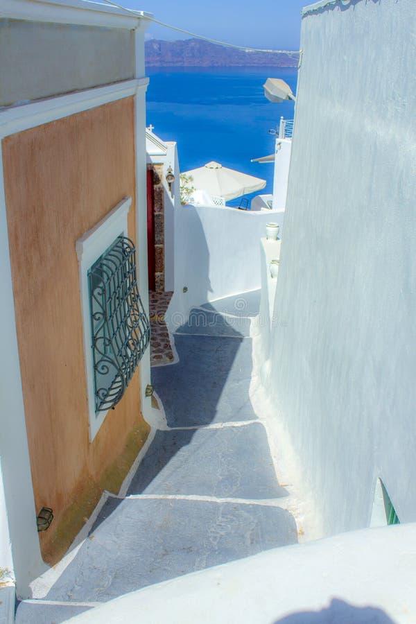 Gata av Fira i Santorini Grekland royaltyfria foton