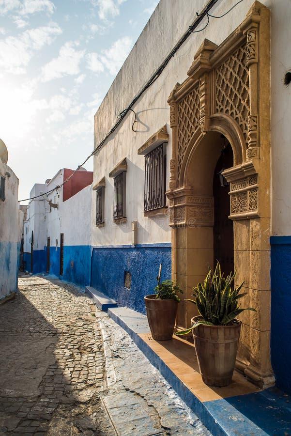 Gata av Kasbah av Udayasen i Rabat, Marocko royaltyfria bilder