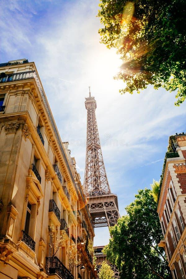 Gata av Paris i sommar arkivbilder