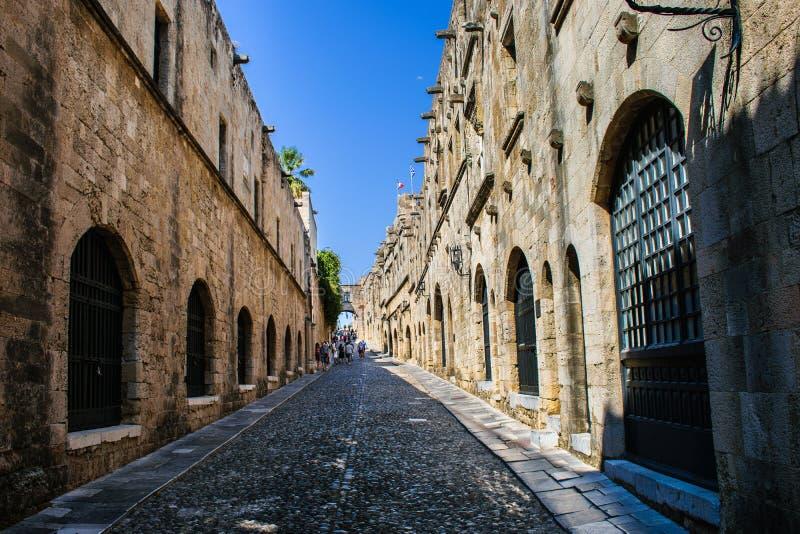 Gata av riddarna i den gamla staden, Rhodes royaltyfri fotografi