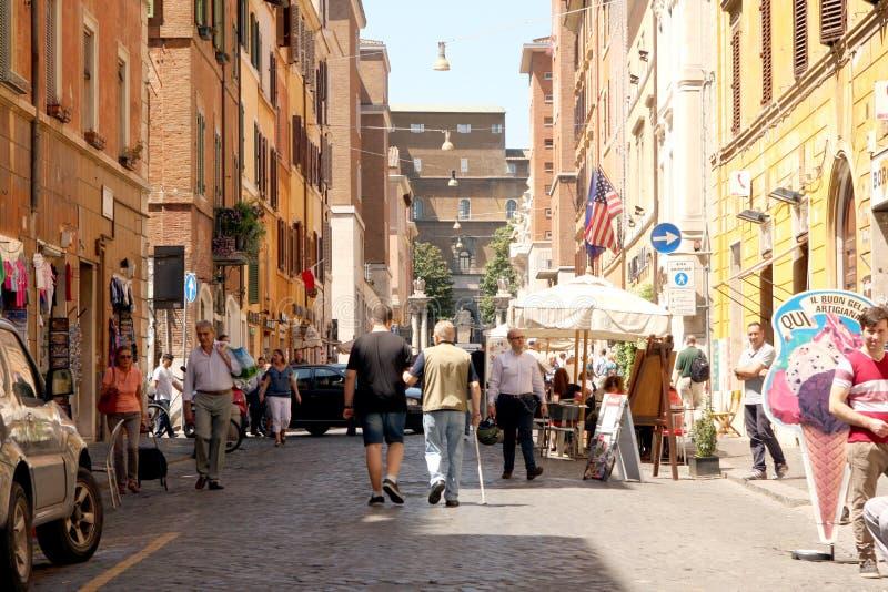 Gata av Rome Italien arkivfoto