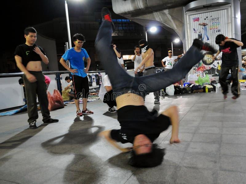 gata för b-pojkedans royaltyfria bilder