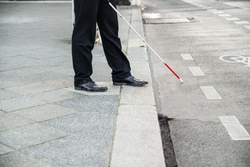 Gata för blind person korsning royaltyfri foto