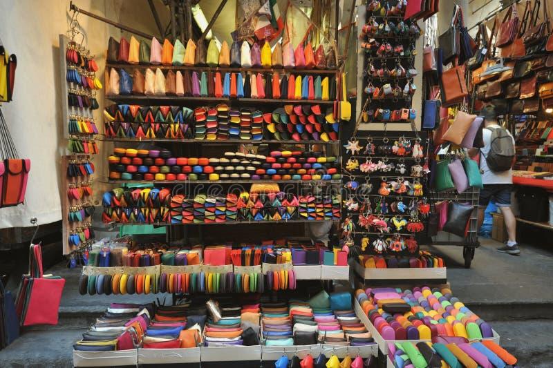 gata för florence italy lädermarknad royaltyfri fotografi