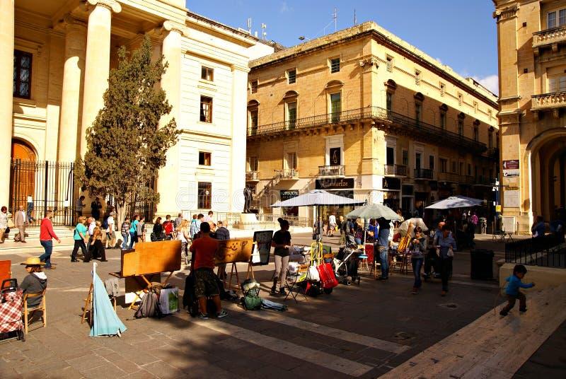 Gata framme av fasaden för byggnad för lagdomstol i Valletta royaltyfri bild