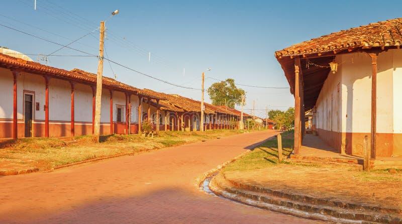 Gata i byn Concepcion, jesuitbeskickningar i den Chiquitos regionen, Bolivia fotografering för bildbyråer