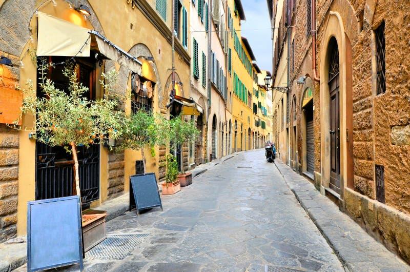 Gata i den historiska gamla staden av Florence, Tuscany, Italien arkivbilder