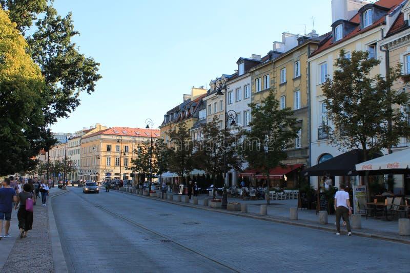 Gata i den historiska mitten av Warszawa Polen arkivfoto