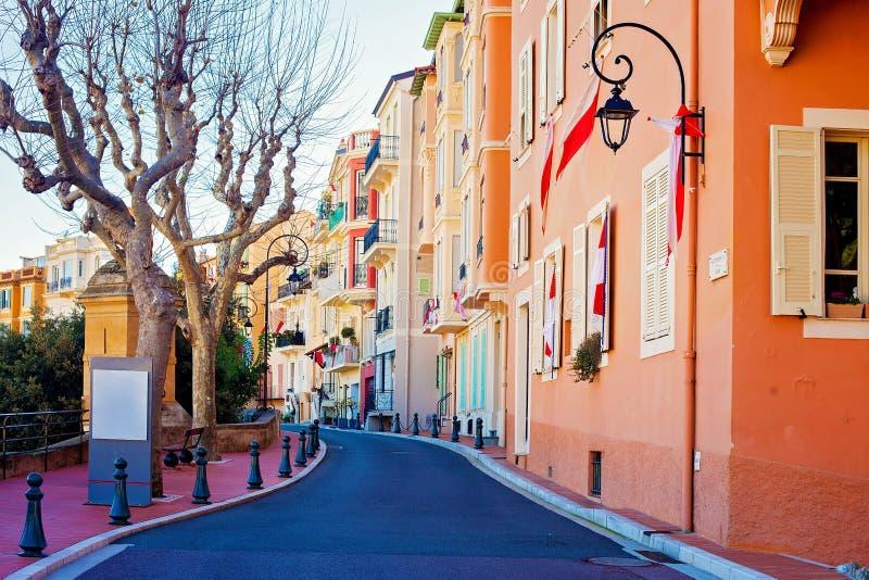 Gata i den Monaco byn i Monaco Monte - carlo arkivfoton