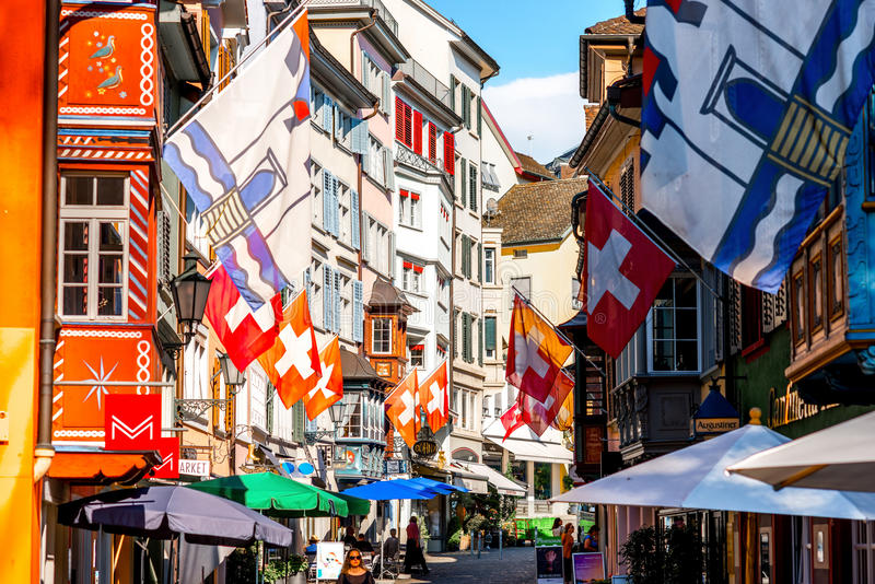 Gata i den Zurich staden fotografering för bildbyråer