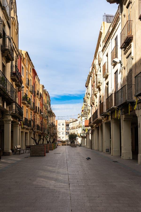 Gata i historisk mitt av Vilafranca del Penedes, Catalonia, Spanien royaltyfri foto