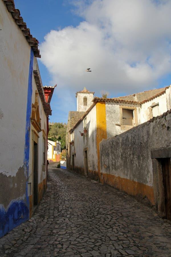 Gata i Obidos, Portugal arkivbilder