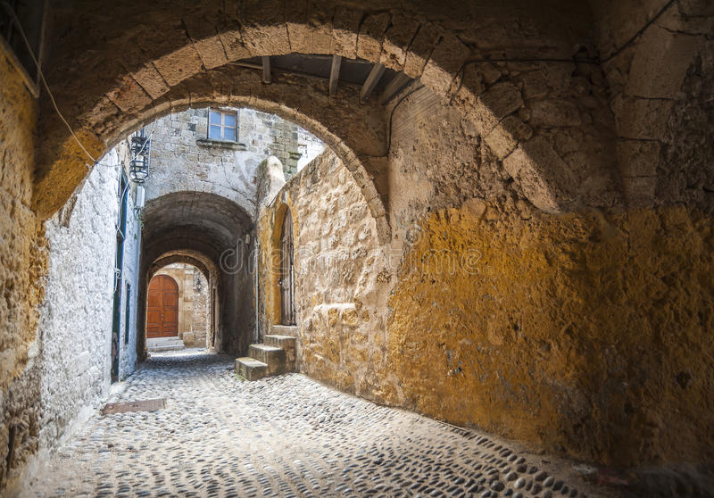 Gata i Rhodes den gamla staden, Grekland arkivfoton