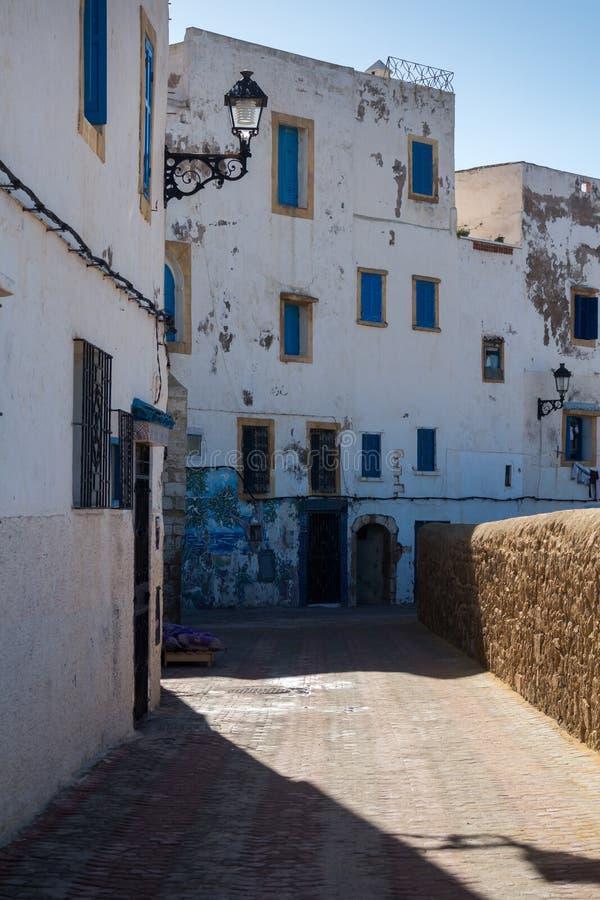 Gata i Safi med vita hus, Marocko arkivfoton