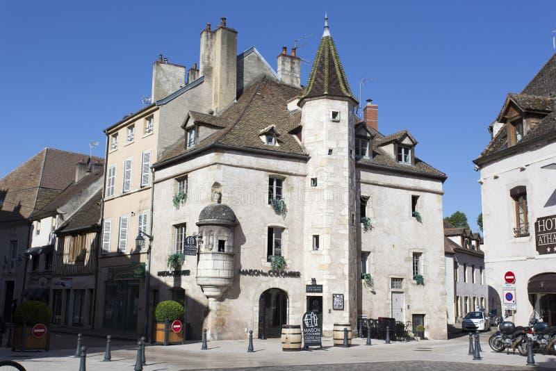 Gata i staden Beaune i Bourgogne, Frankrike royaltyfria bilder