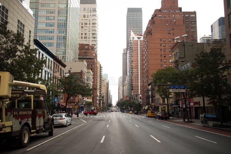 Gata i i stadens centrum Manhattan, New York City fotografering för bildbyråer