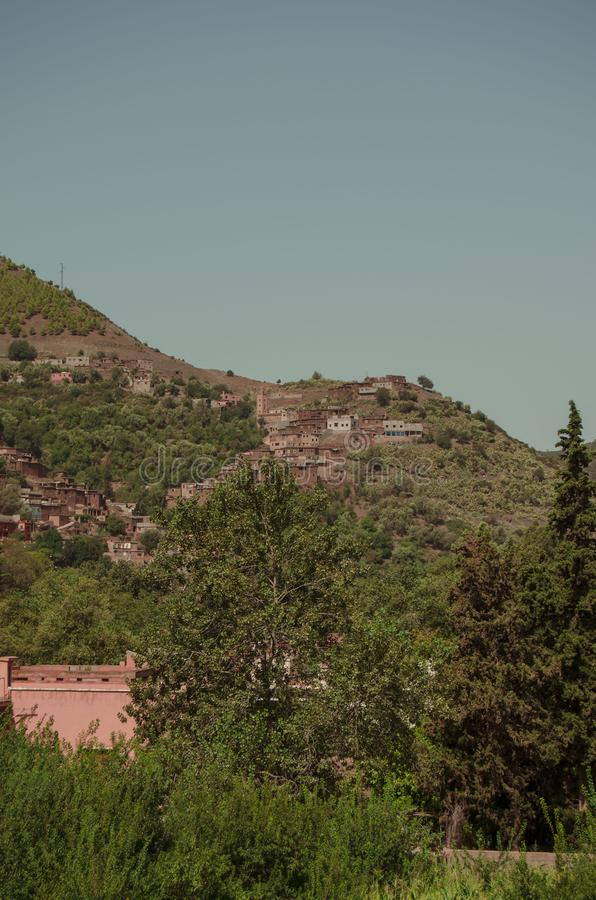 Gata Marocko, blått, skog, by royaltyfri fotografi
