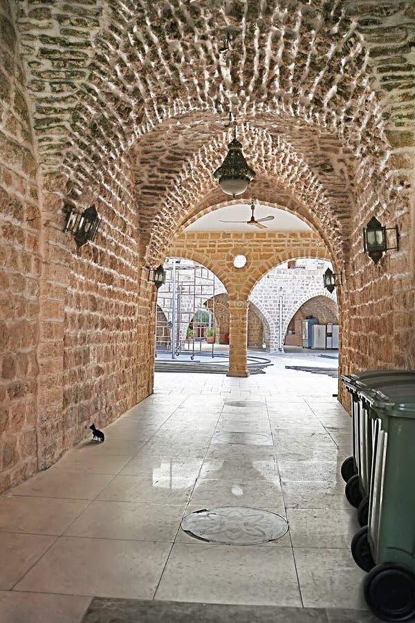 Gata med bågen i den gamla staden av Jaffa, Tel Aviv, Israel arkivbild