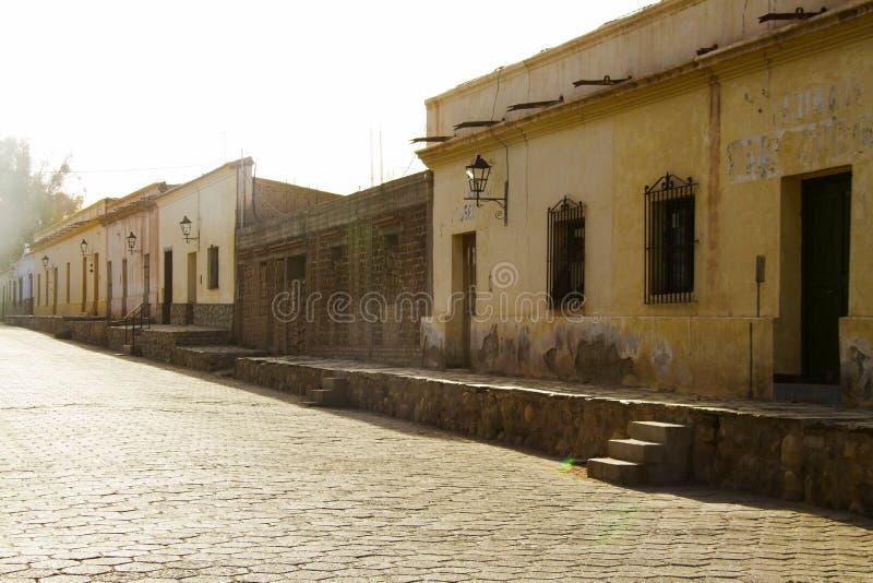 Gata och hus i Cachi arkivbilder