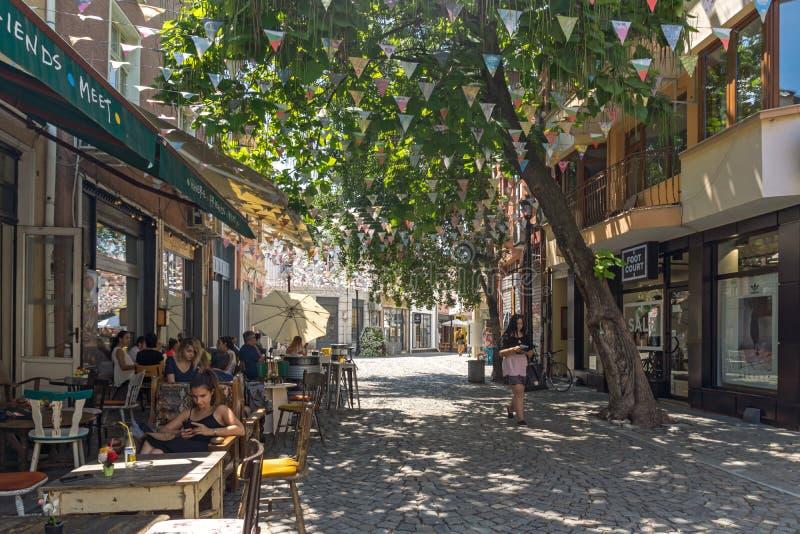 Gata och hus i området Kapana, stad av Plovdiv, Bulgarien arkivbild