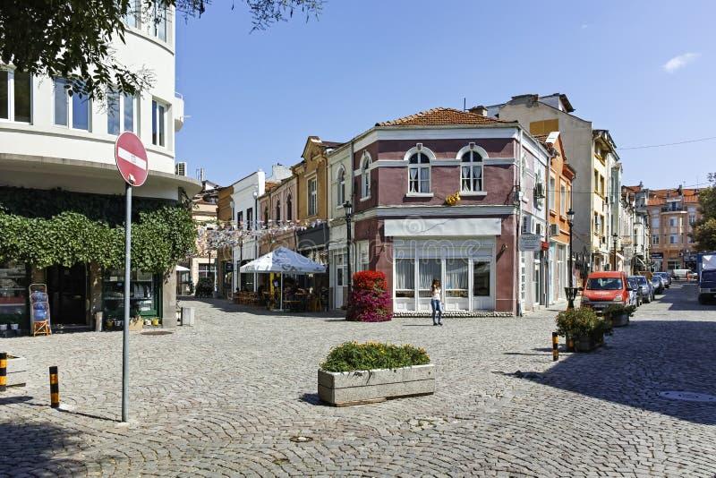 Gata och hus i omr?det Kapana, stad av Plovdiv royaltyfri foto
