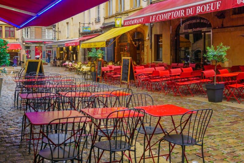 Gata- och kaféplats, i gamla Lyon arkivfoton
