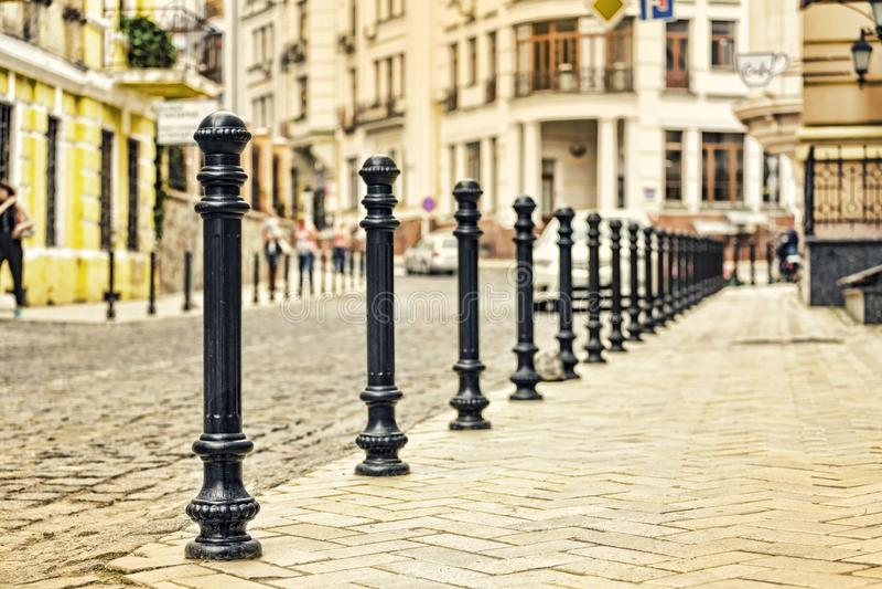 Gata stad, kullersten, Europa som är gammalt, trottoar, sten, europé, arkitektur som bygger royaltyfri fotografi