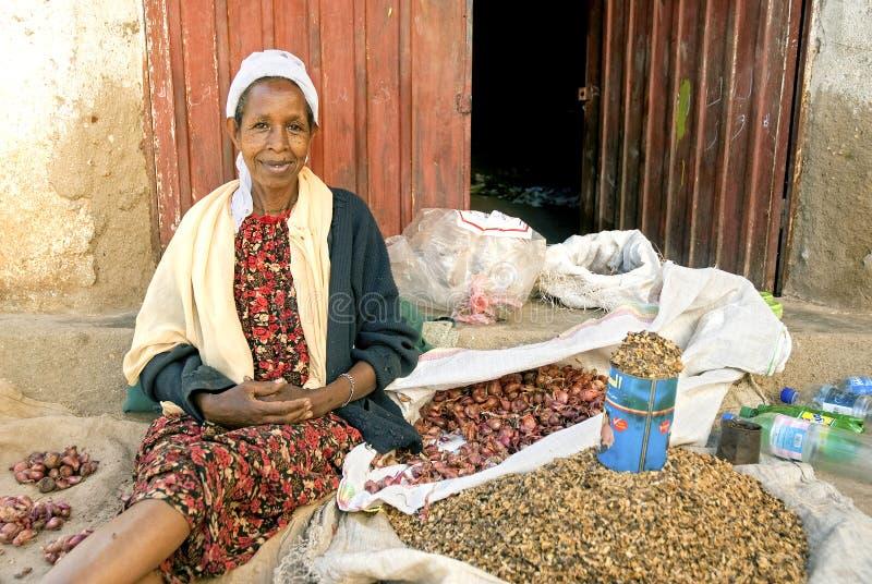 Gataförsäljare i harar ethiopia arkivbilder