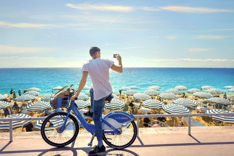 Gatafoto på Promenade des Anglais i Nice ` Azur, franska Riviera, Frankrike för skjul D royaltyfria foton
