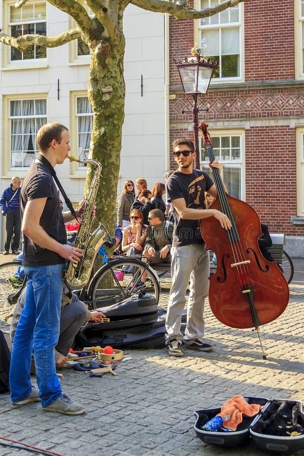 Gatakonsert i Amsterdam royaltyfri foto