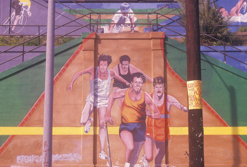 Gatakonst som visar joggers i den Los Angeles maraton arkivfoto