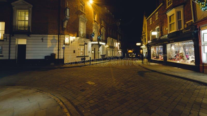 Gatakorsning vid natt arkivbild