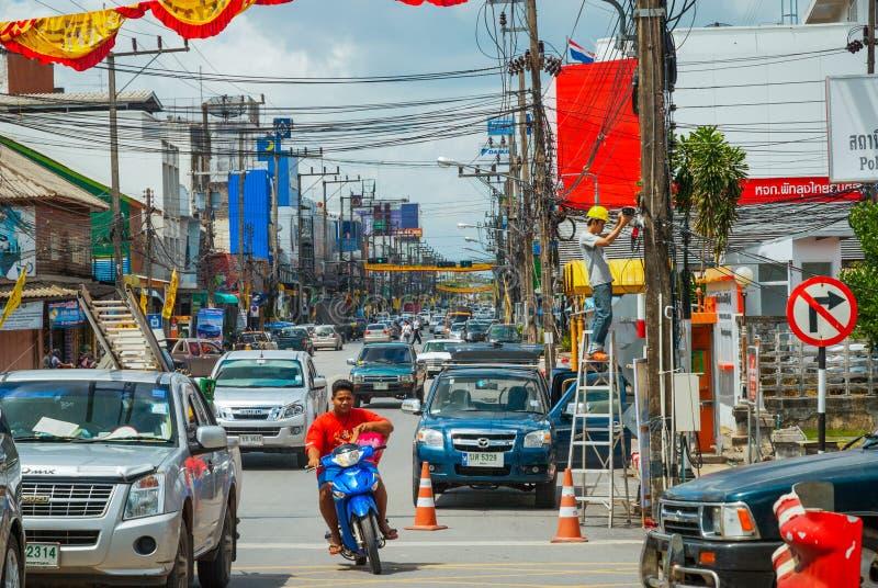 Gataliv och trafik i Phatthalung, Thailand royaltyfria bilder