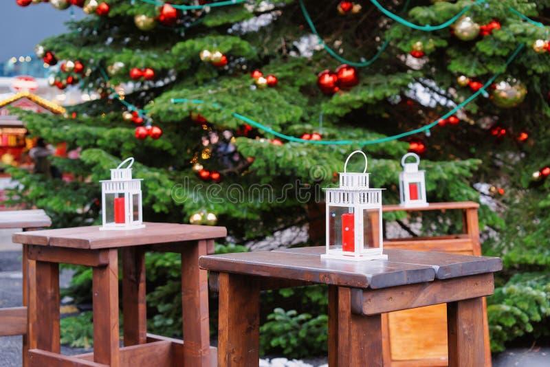 Gatalyktor i jul marknadsför på Kaiser Wilhelm Memorial Church i vintern Berlin, Tyskland Advent Fair Decoration och stannar royaltyfria bilder
