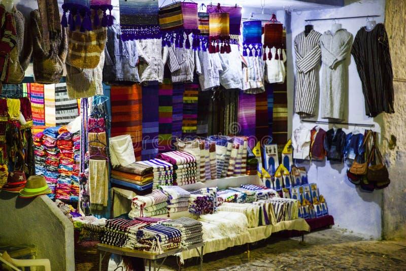 Gatamarknad i Chefchaouen, Marocko, 2017 fotografering för bildbyråer