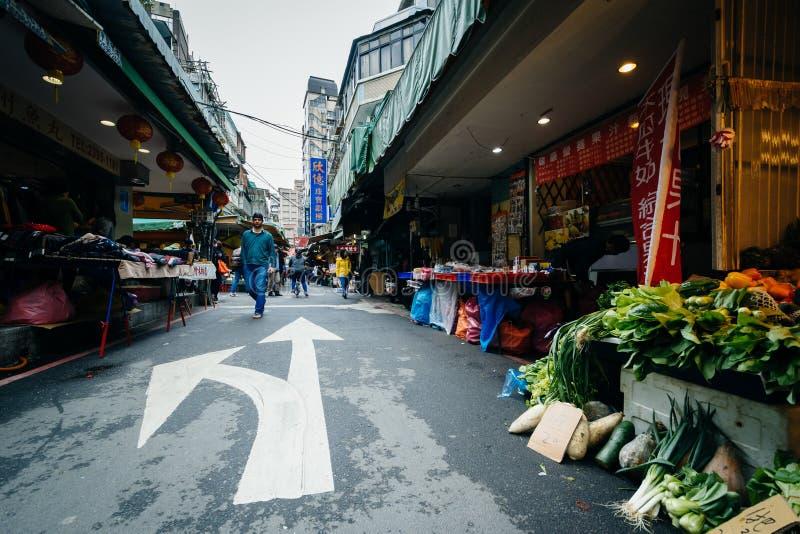 Gatamarknad i det Zhongzheng området, Taipei, Taiwan royaltyfria foton