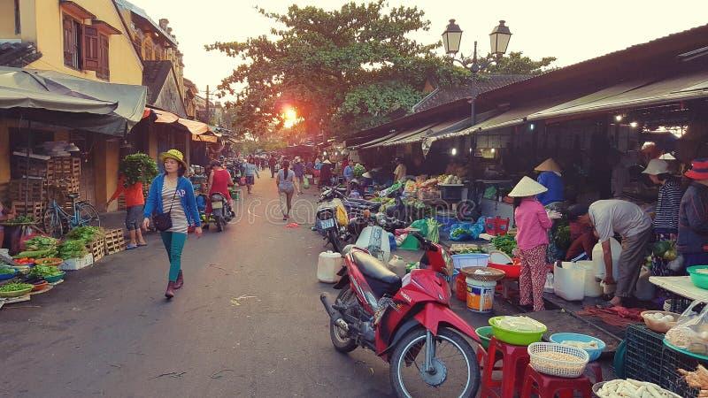 Gatamarknad i Hoi An, Vietnam royaltyfri fotografi