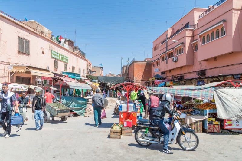 Gatamarknad i Marrakech royaltyfri bild