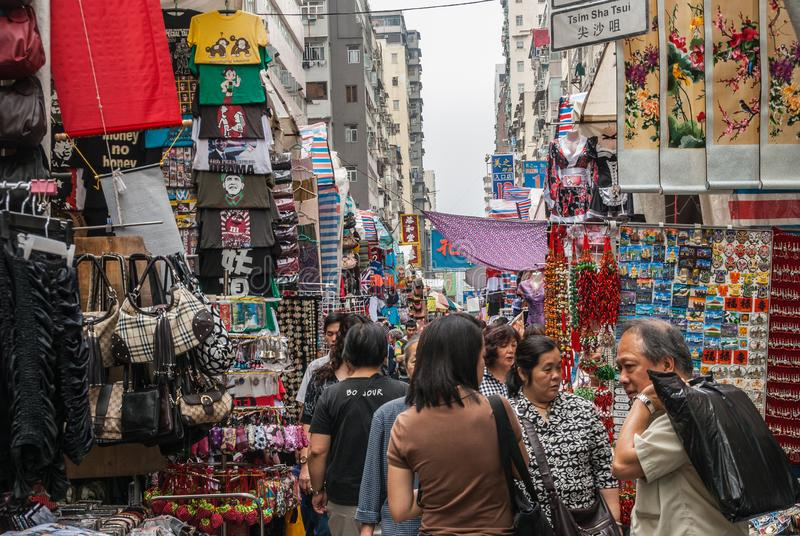 Gatamarknad på den Mong Kok vägen, Kowloon, Hong Kong China royaltyfria bilder