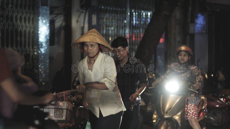 Gatamat i Hanoi Vietnam royaltyfria foton