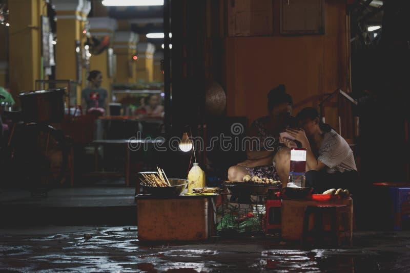 Gatamatförsäljare, Hoi An, Vietnam arkivfoton