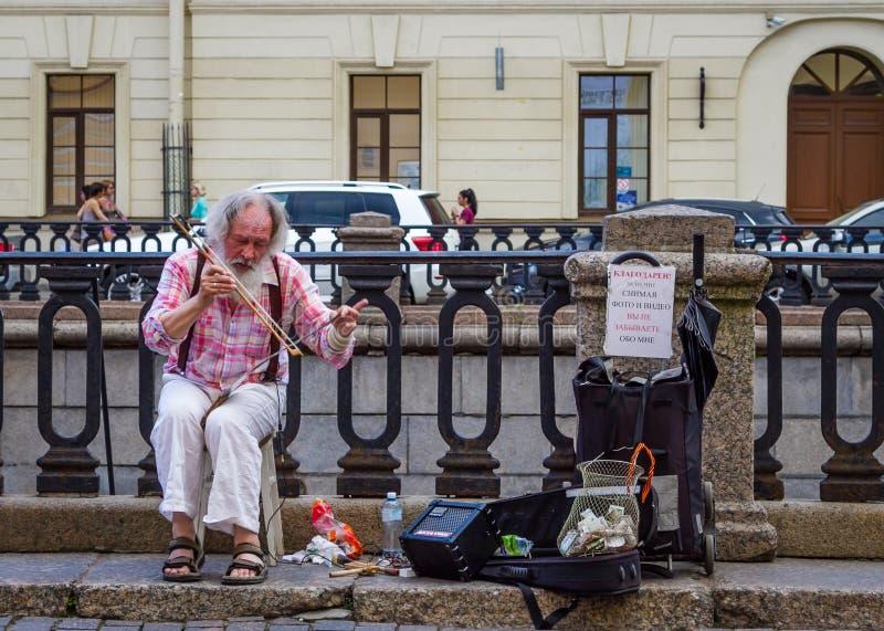 Gatamusiker i St Petersburg, Ryssland royaltyfri bild