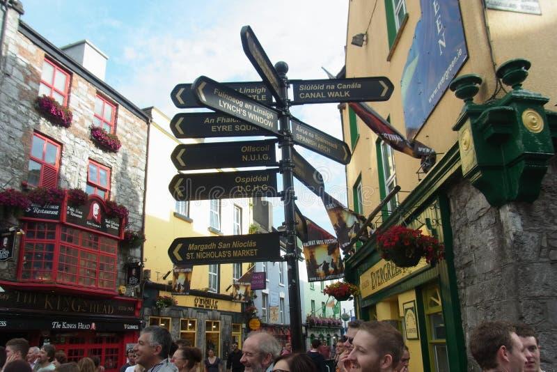 Gatan undertecknar in Irland royaltyfria foton