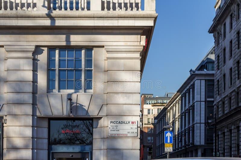 Gatan undertecknar in London arkivfoton