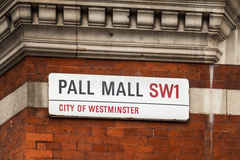 Gatan undertecknar in London royaltyfria foton