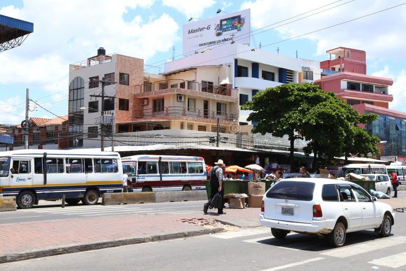 Gataplats av den Santa Cruz staden i Bolivia royaltyfri bild