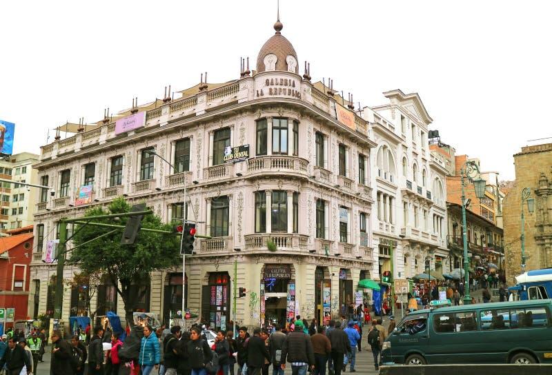 Gataplats av plazaen San Francisco Square During aftonrusningstiderna, La Paz, Bolivia arkivfoton