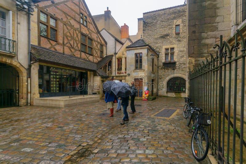 Gataplats i Dijon arkivbild