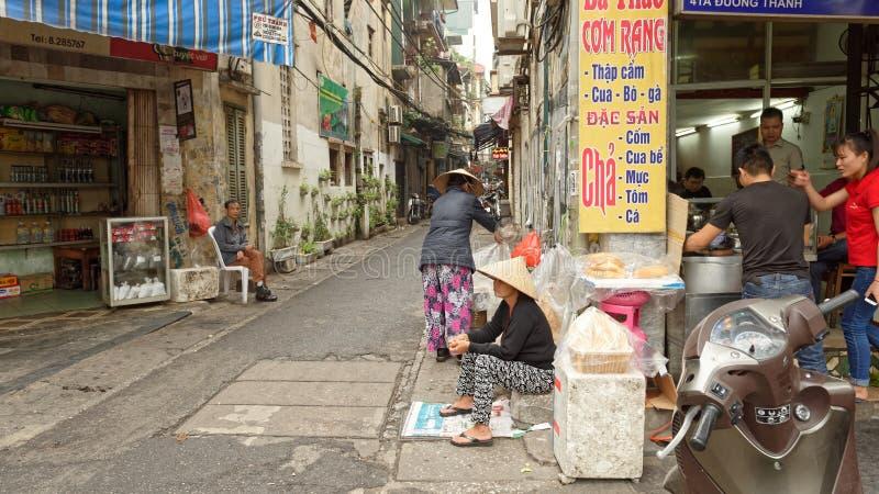 Gataplats i stad av Hanoi fotografering för bildbyråer