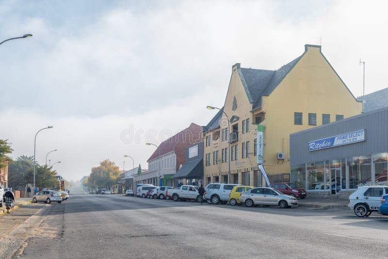 Gataplats, med affärer och medel, i Standerton royaltyfria bilder